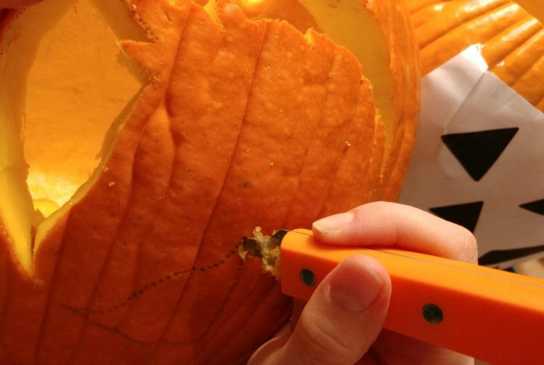How to carve the perfect pumpkin with free and easy printable stencils | Pick out your favorite pattern w/ 15+ cute, funny and scary templates to choose from!