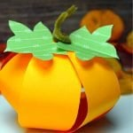 Are you looking for a simple paper Pumpkin craft for your kids to use this fall? Here's an easy & free printable 3D Pumpkin craft to add that warm feel this fall. What a great way to celebrate the autumn with your kids by using this as an art activity in preschool, kindergarten, first grade or more. Click here to grab your free printable Pumpkin craft template & add a diy touch to your October. #Pumpkincraft #autumncrafts #Papercrafts #Fallcrafts #SimpleMomProject