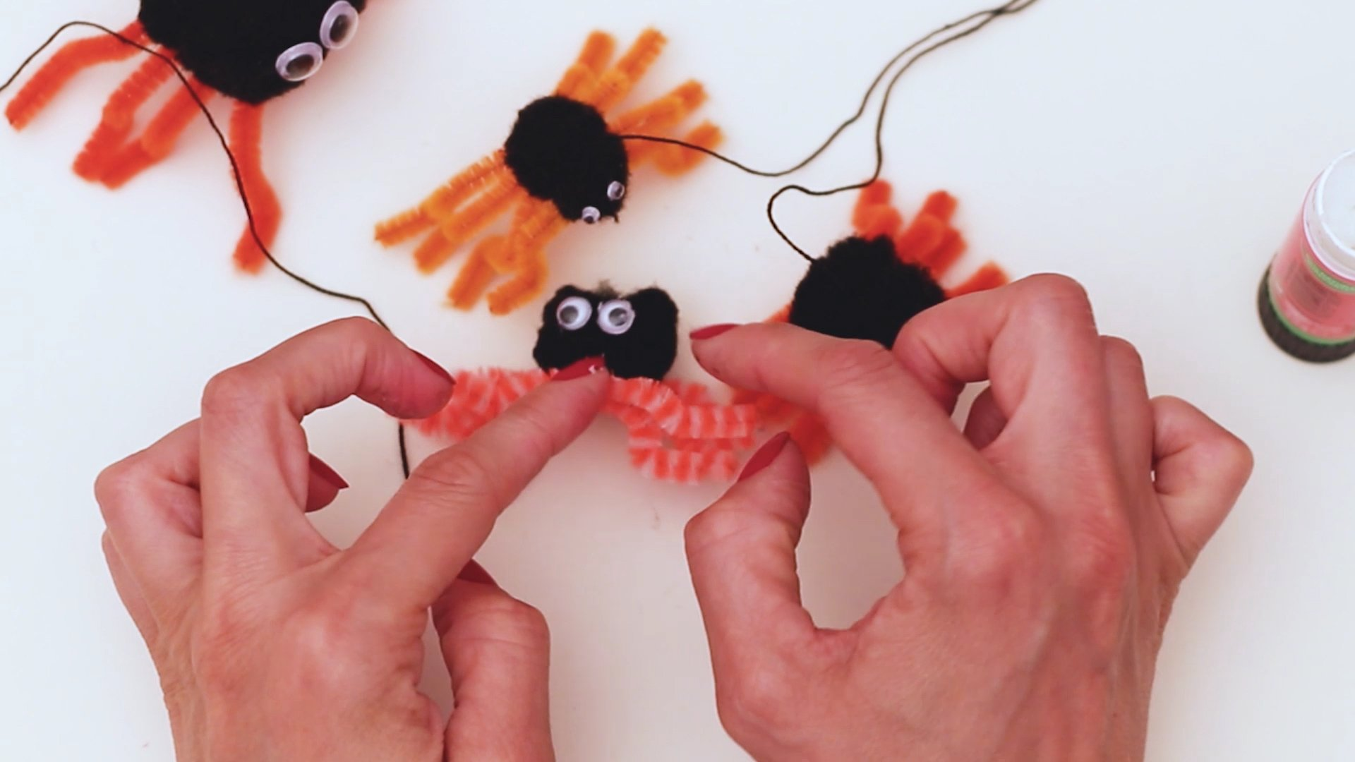 Easy Diy Fall Spider Craft for Kids of all ages including preschoolers and toddlers