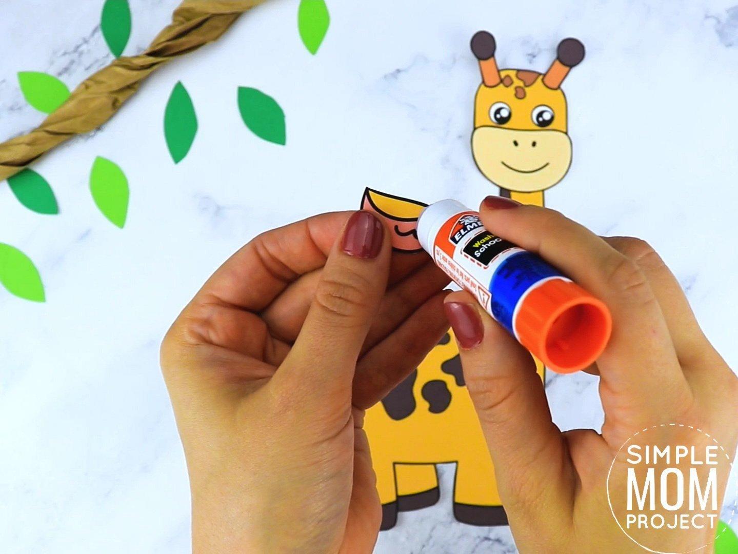 Free Printable Giraffe Craft for preschoolers, toddlers and kindergartners